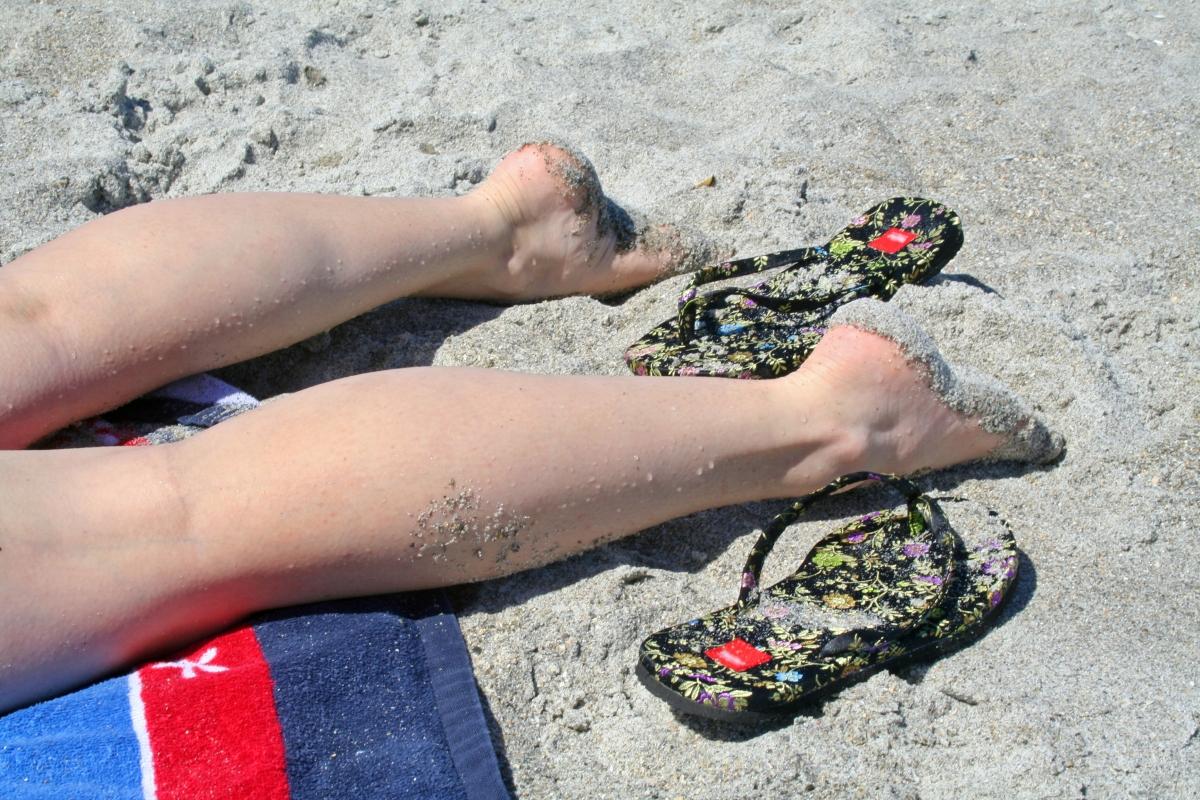 Студенческое на пляже небритые ноги фото секс