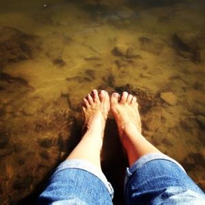 My feet in Emigrant Lake